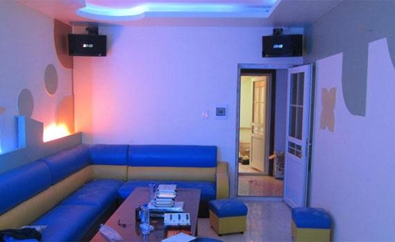 Loa karaoke BMB CSN 455E lắp đặt cho phòng karaoke chuyên nghiệp.